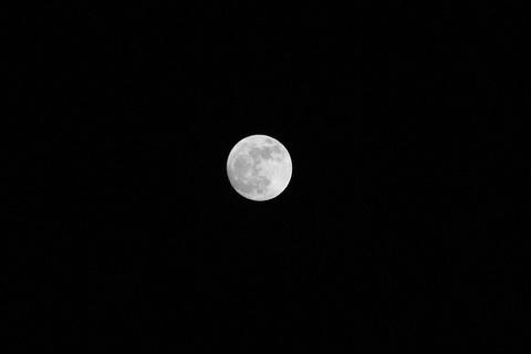 2012.05.05 スーパームーン(モノクロ).jpg